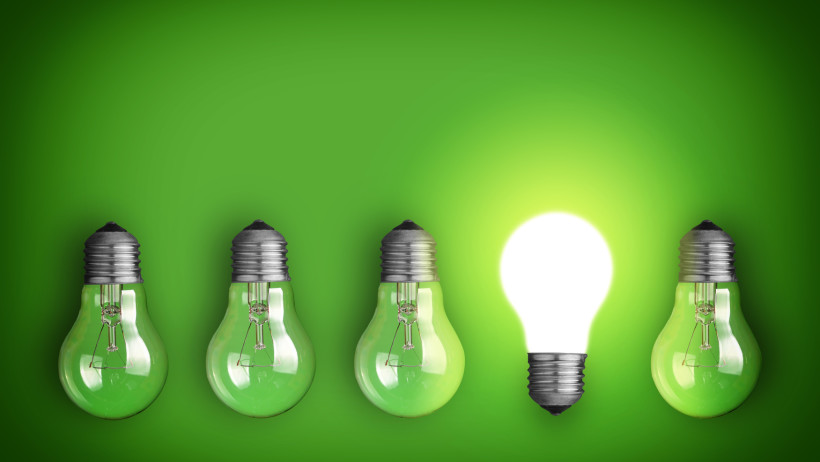 idea-concept-with-row-of-light-bulbs-and-glowing-bulb